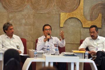 Direktur Jenderal Pembiayaan Infrastruktur Pekerjaan Umum dan Perumahan Kementerian PUPR Eko Djoeli Heripoerwanto (tengah) bersama Komisioner BP Tapera dan Direktur Utama PPDPP (Foto: Independensi.com)