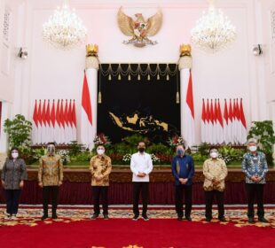Presiden Jokowi bersama pimpinan asosiasi dunia usaha (Foto: Kris)